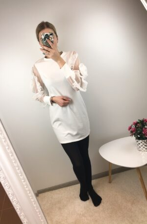 Valge kleit roos varrukal