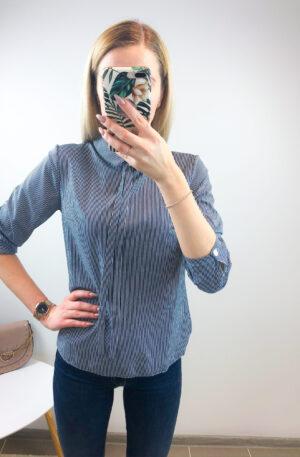 Tumesinisel põhjal triibuline pluus