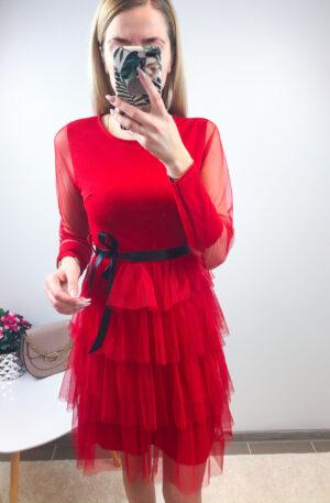 Punane kleit, seelikuosa tüllist volangidega