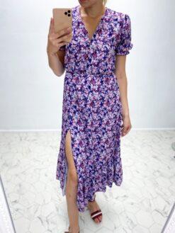 Lõhikuga lilleline kleit