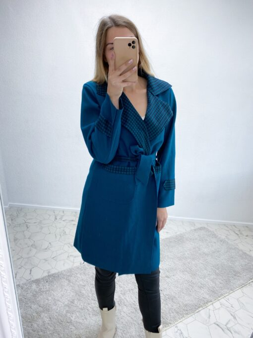 Sinine hõlmikjakk