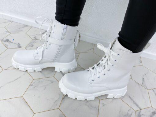 Valged saapad